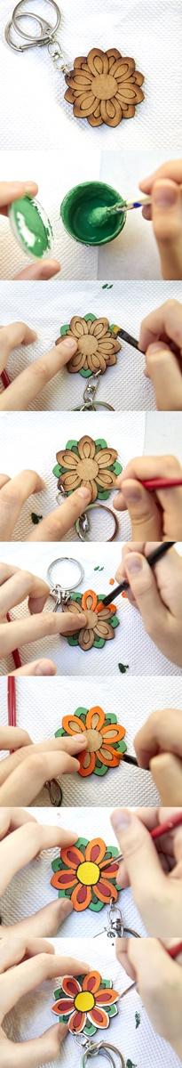 단청의 안료는 돌가루(석채)로 만드는 경우가 많기 때문에 채색할 때 잘 저어서 사용해야 한다. 바깥쪽부터 칠하면서 색을 채우고, 먹선과 분선으로 마무리하면 된다.