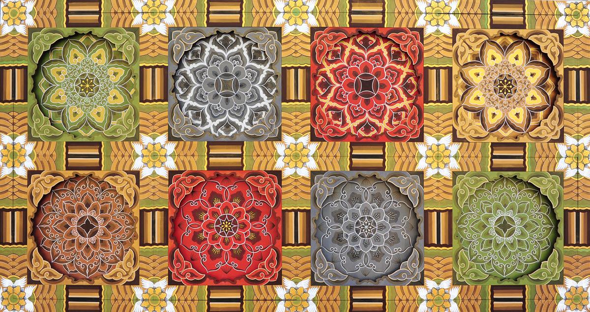 단청은 인테리어나 아트 퍼니처에 응용할 수 있다. 사진은 김도래 대표가 단청 문양을 활용해 만든 탁자 '천상의 세계'로, 극락에 있는 꽃들을 표현했다.